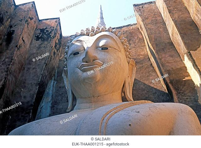 Buddha statue in the ruins of Sukhothaï, Thailand