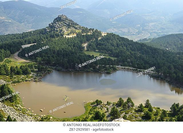 Laguna de los Patos and Peña Aguada. Parque Natural de las Lagunas de Neila. Neila. Burgos province, Castile-Leon, Spain, Parque Natural de las Lagunas de Neila