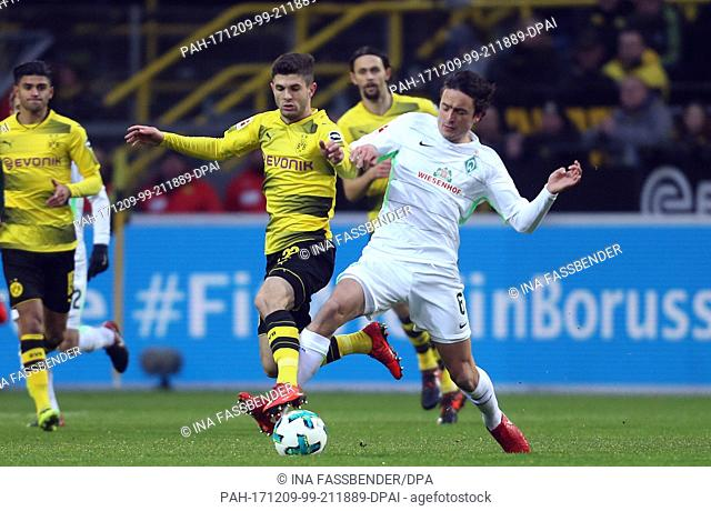 Christian Pulisic of Dortmund and Thomas Delaney (r) of Bremen vie for the ball during the German Bundesliga football match between Borussia Dortmund and Werder...