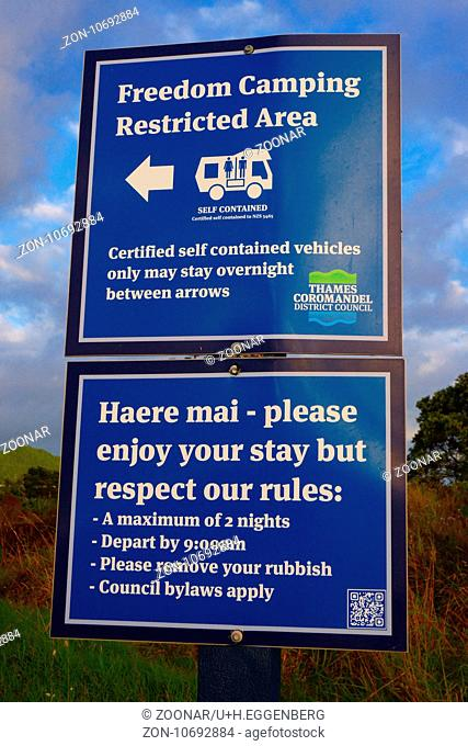 Signpost freedom camping Stock Photos and Images | age fotostock