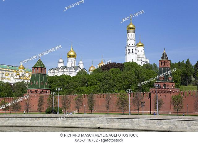 Ivan the Freat Bell Tower (right), Moscow River, Kremlin, UNESCO World Heritage Site, Moscow, Russia