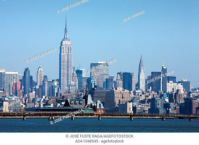 Midtown Manhattan with Empire State building from Liberty State Park, New York City, USA