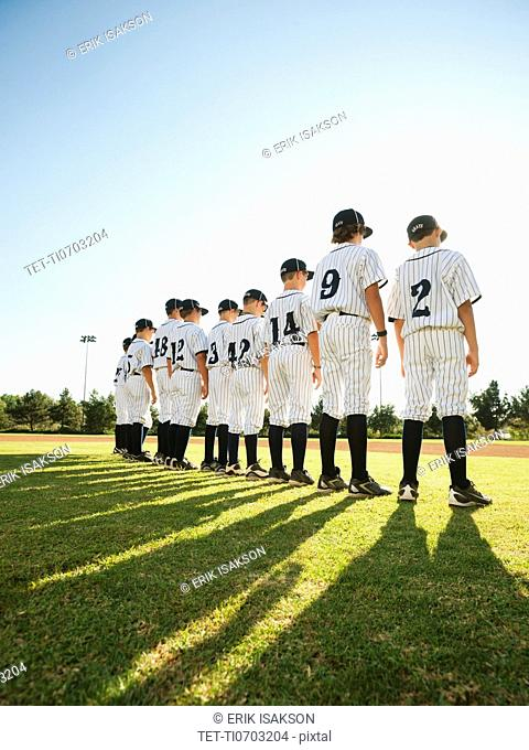 USA, California, Ladera Ranch, little league players aged 10-11 on field