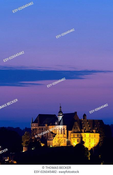 Marburg, Hessen, Deutschland - August 12, 2015: Landgrafenschloss in Marburg bei Nacht