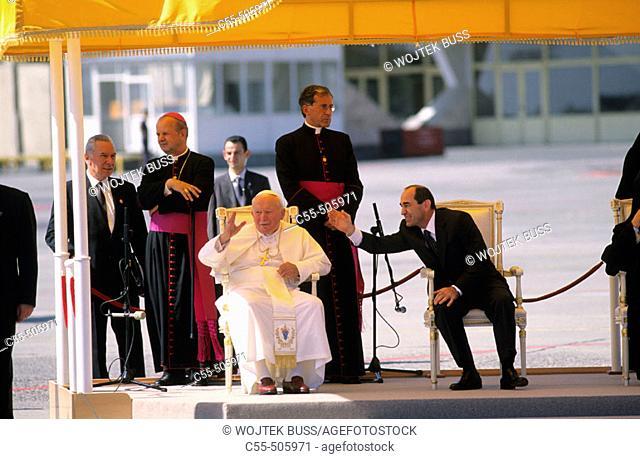 The Pope John Paul II is welcomed in Yerevan international airport during his visit to Armenia (Sep, 2001)