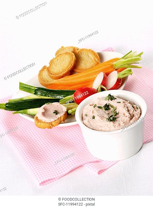 Ham mousse with vegetables and toasted bread