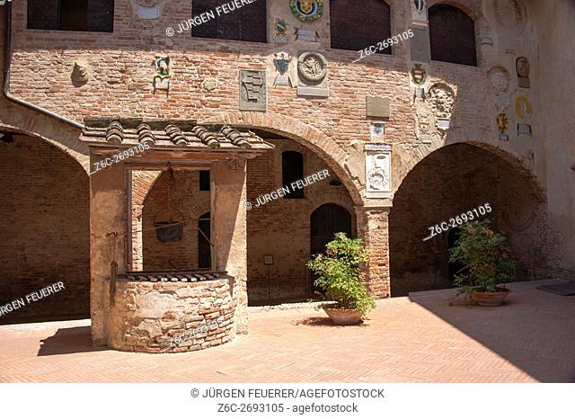 Inner court Palazzo Pretorio in Certaldo, upper town, old town, province Florence, Tuscany, Italy