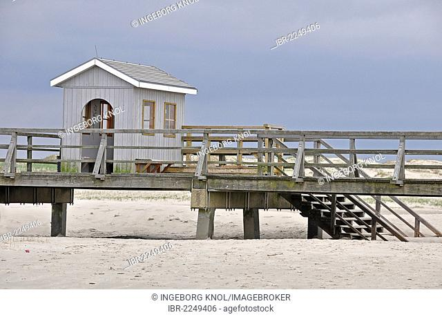Pier with a wash house, beach on the North Sea, St. Peter-Ording, Schleswig-Holstein, Germany, Europe