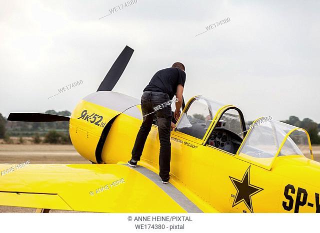 """""""""""Flugtage Soest Bad Sassendorf"""" 2018. Air strip Bad Sassendorf, Soester Börde, Haar, Germany. Stunt pilot on 400 PS Yak-52TD"