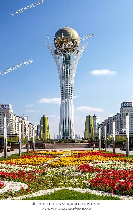 Kazakhstan, Astana City, New Administrative City, Nurzhol Avenue and Bayterek Monument