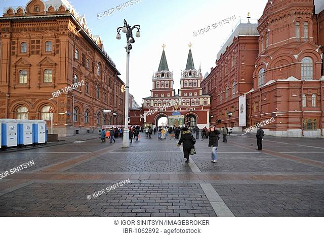 View of the main gate to the Krasnaya or Red Square and the buildings of the Russian Historical Museum and the Revolution Museum, Moscow, Russia