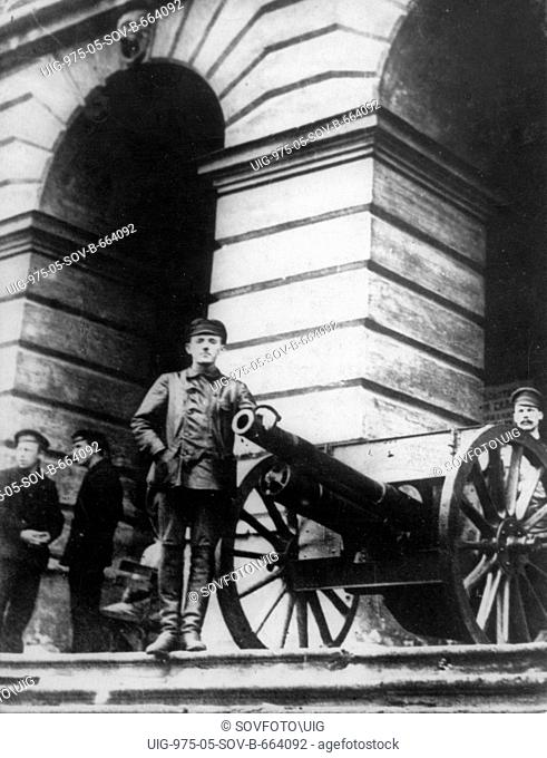 Guns defending the smolny in petrograd, the headquarters of the great october socialist revolution of 1917