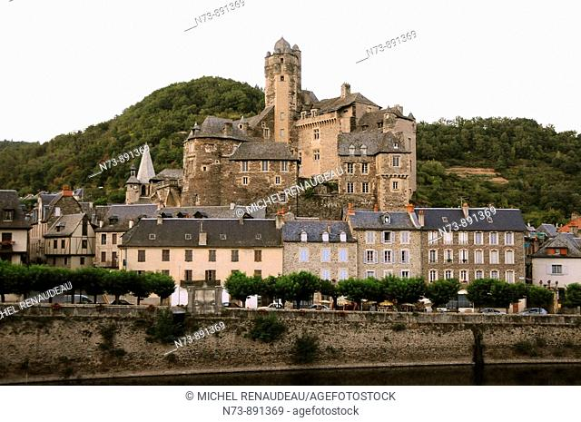 Castle and village, Estaing, Aveyron, Midi-Pyrenees, France