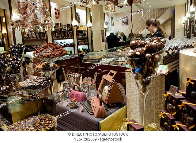 Paris, France, Christmas Shopping