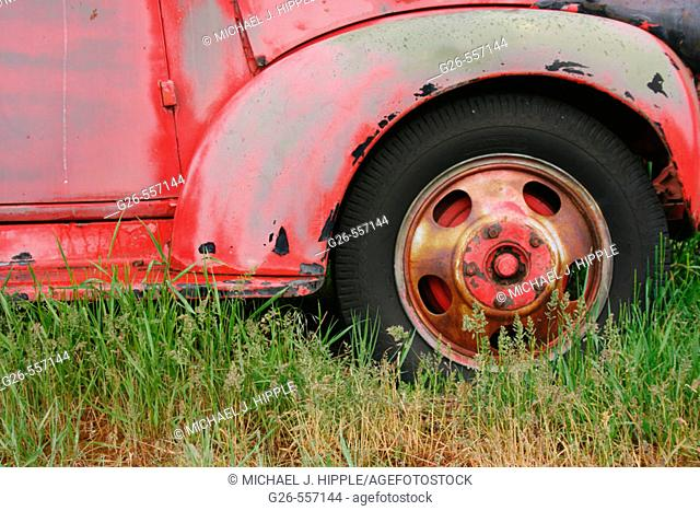 USA, Oregon, town of Shaniko, antique truck in field