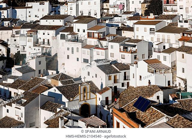 Spain, Andalusia, Setenil de las Bodegas, overwhelming views of the village at sunrise