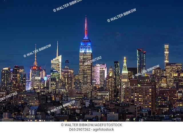 USA, New York, New York City, Lower Manhattan, Mid-town Manhattan skyline, elevated view, dusk