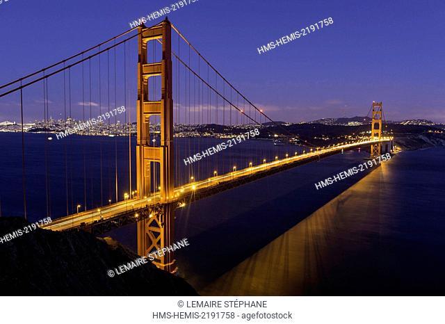 United States, California, San Francisco, Golden Gate Bridge at sunset with the San Francisco city skyline