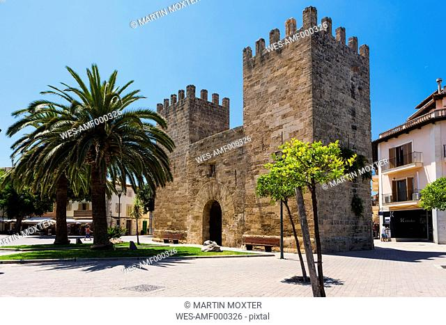 Spain, Mallorca, View of City wall and gate