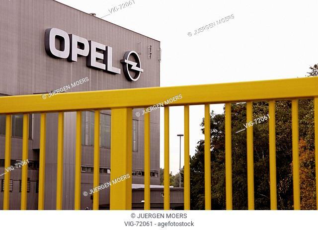 Car work of the Adam Opel Ag in Bochum. Main gate (gate 4) Work 1. - BOCHUM, GERMANY, 13/10/2004