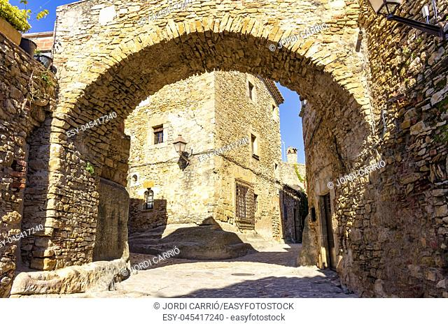 In the medieval historical center of Peratallada there are a good number of half-pointed arches. Located in Catalonia, Spain