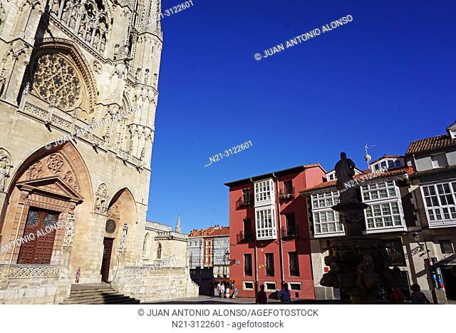 Santa Iglesia Catedral Basílica Metropolitana de Santa María. Fountain and square of Santa María. Burgos, Castilla y León, Spain, Europe