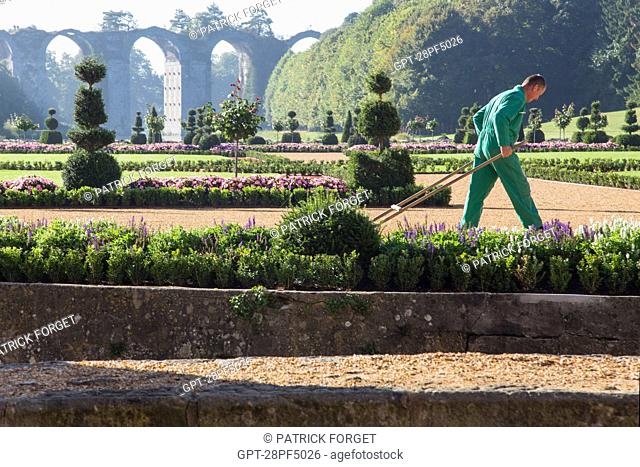 FRENCH GARDEN CREATED FROM DESIGNS BY ANDRE LE NOTRE, GARDENER TO KING LOUIS XIV, CHATEAU DE MAINTENON