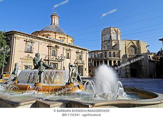 Fountain, Basilica of Virgen de los Desamparados, Catedral de Santa Maria Cathedral, Plaza de la Virgen Square, Valencia, Spain, Europe