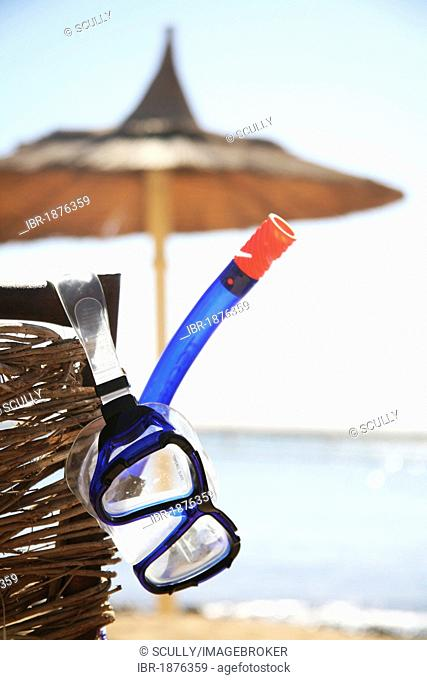 Tourist diving goggles snorkel Stock Photos and Images | age fotostock