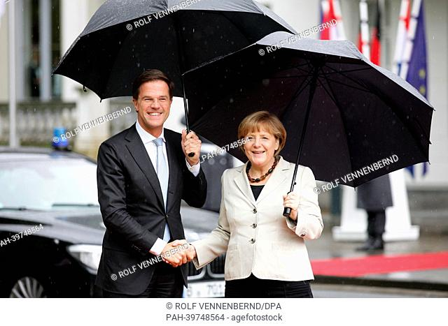 German Chancellor Angela Merkel and Dutch Prime Minister MarkRutte shake hands during the first German-DutchCabinet Meeting in Kleve, Germany, 23 May 2013