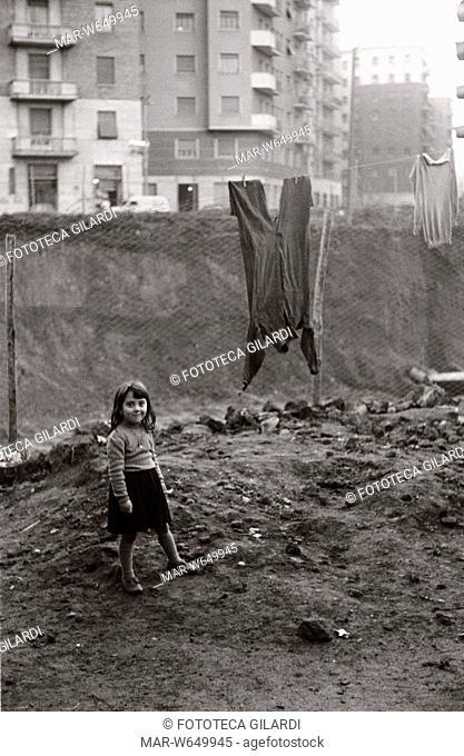 BAMBINA Fotografia di Ando Gilardi , parte della mostra Olive e bulloni - Ando Gilardi Lavoro contadino e operaio nell'Italia del dopoguerra (1950-1962)...