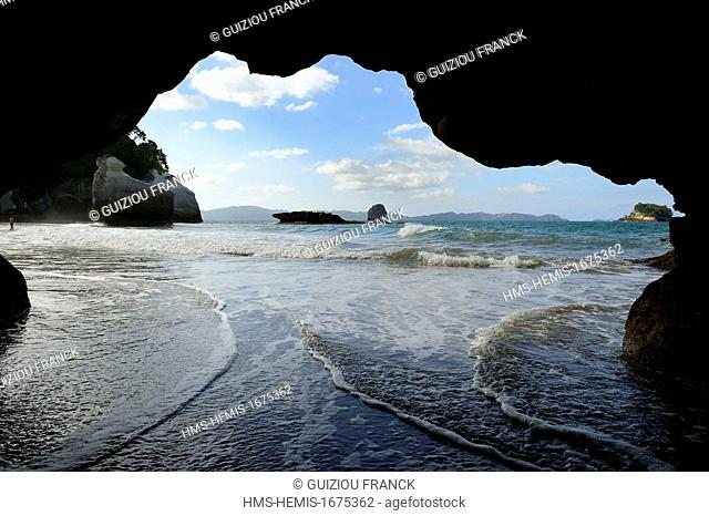 New Zealand, North island, Coromandel peninsula, the naturally formed archway of Cathedral Cove near Hahei