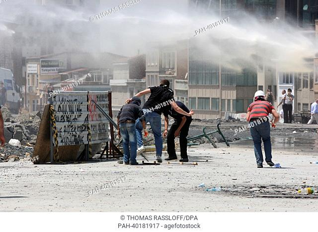 Police tries to clear protesters off Taksim square with force in Istanbul, Turkey, 11 June 2013. Several thousand demonstrators are protesting in Gezi Park and...