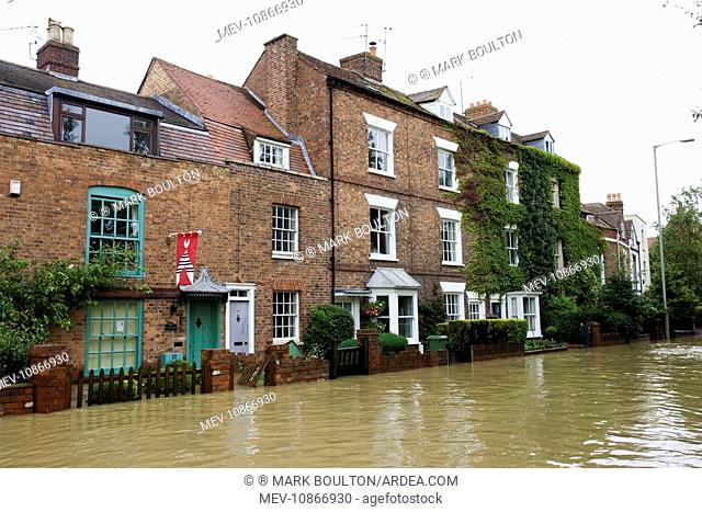 Flooded road and houses opposite Tewkesbury Abbey . Gloucestershire UK. Level of Rivers Avon and Severn almost at 1947 levels on July 21 2007