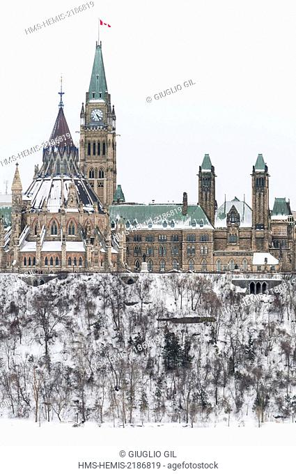 Canada, Ontario, Ottawa, Parliament and the Library on the hill seen from Gatineau Quebec