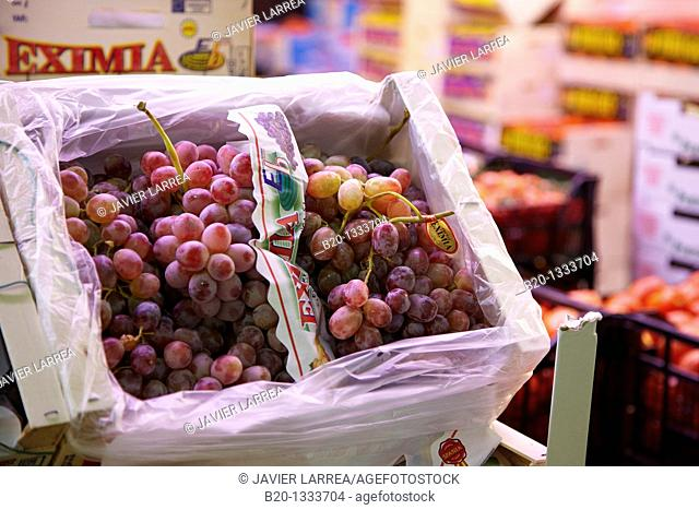 Grapes, Mercabilbao fruits and vegetables wholesale market, Basauri, Bilbao, Bizkaia, Euskadi, Spain