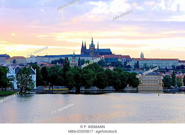 Czech Republic, Prague, view at the Prague castle and Karl's bridge