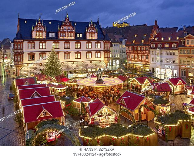 Christmas market with Town House, former ducal chancellery at the market in Coburg, Upper Franconia, Bavaria, Germany