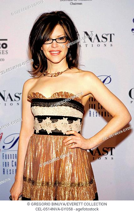 Lisa Loeb at arrivals for Angel Ball Benefit for G&P Foundation for Cancer Research, New York Marriott Marquis Hotel, New York, NY, November 14, 2005