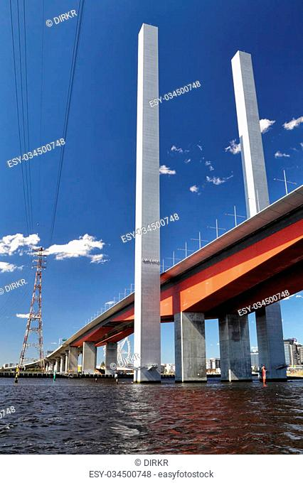 Bolte Bridge crossing the Yarra river in Melbourne, Victoria, Australien, on a sunny summer day