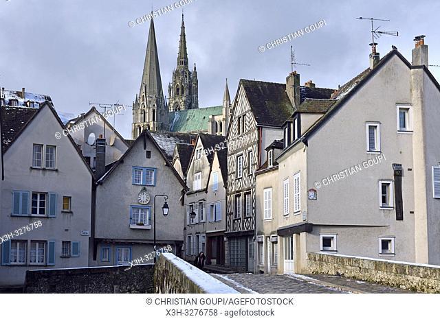 Pont Bouju sur l'Eure avec la Cathedrale en arriere-plan, Chartres, departement d'Eure-et-Loir, region Centre-Val de Loire, France