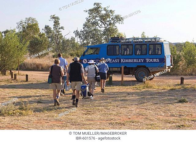 Tourist group, four-wheel drive, East Kimberley Tours, Purnululu National Park, Kimberley, Western Australia, WA, Australia