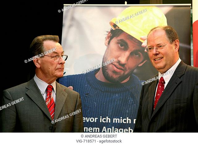 GERMANY, BERLIN, 20.08.2007, Franz MUENTEFERING, (SPD) (left) federal minister of labour and social affairs and vice-chancellor and Peer STEINBRUECK