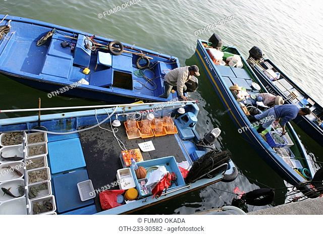 Fishermen selling seafood at the pier, Sai Kung, Hong Kong
