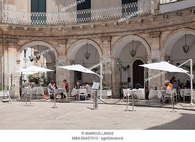Restaurant in arcades, Piazza Maria Immacolata, Martina Franca, Valle d'Itria, province of Taranto, Apulia, Italy