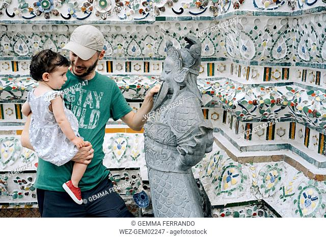 Thailand, Bangkok, Wat Arun, Father and daughter visiting the Buddhist temple