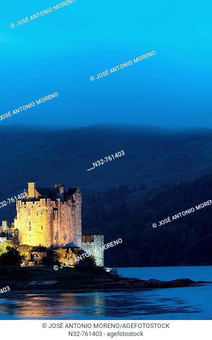 Eilean Donan castle and Loch Duich at Dusk  Dornie  Highlands Region, Scotland, UK