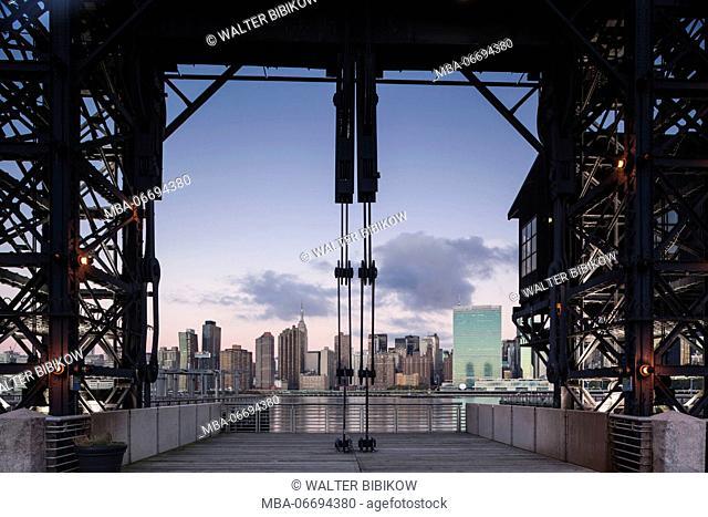 USA, New York, New York City, Long Island City, Mid town Manhattan skyline from Gantry Plaza State Park, dawn