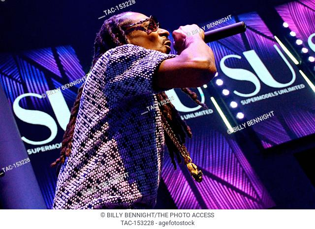 Hiphop artist Snoop Dogg performs onstage at SU Magazine's 17th Anniversary Celebration in Hollywood, California on August 12, 2017