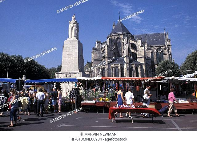 Picardie, Soissons, cathedral and market